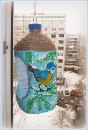 f44997cb312b542bbd55c895274ee230_M Кормушка из 5-литровой пластиковой бутылки